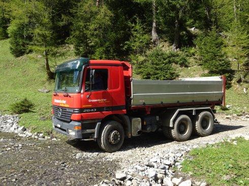 Lastwagen mit 3 Seitenkipper